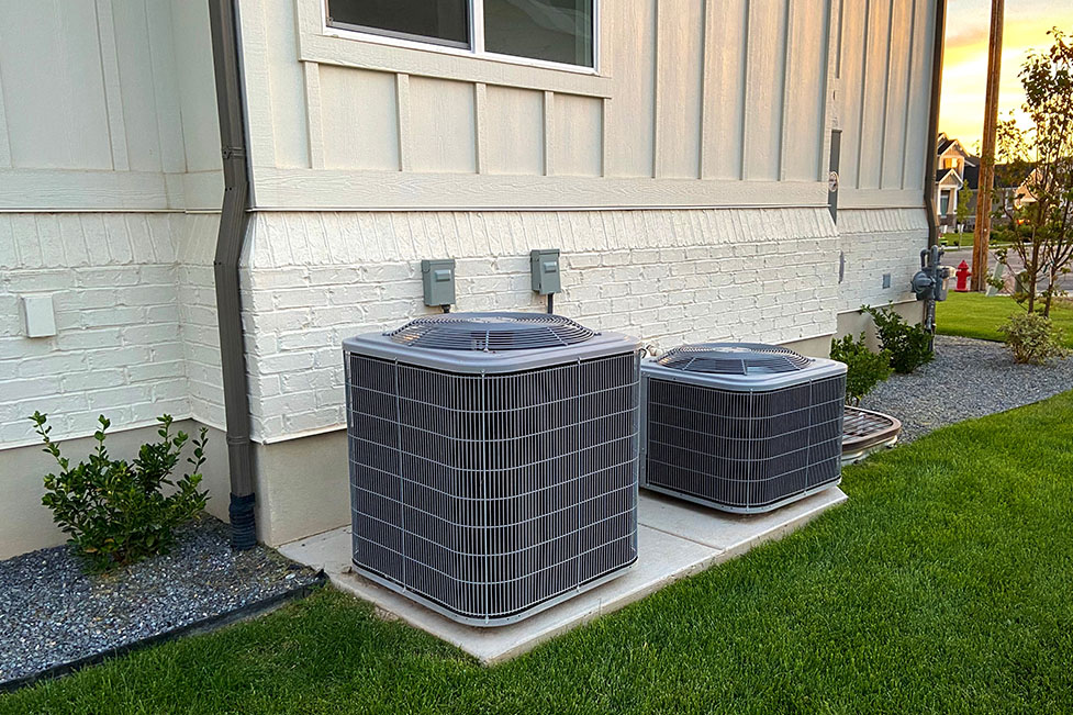 evaporative cooling system outside a house